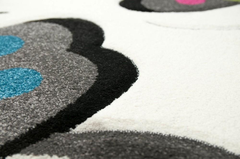 teppich f r kinderzimmer mit schmetterlingen pflegeleicht allergiker geeignet. Black Bedroom Furniture Sets. Home Design Ideas